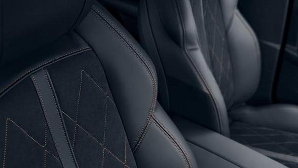 Nouvelle berline PEUGEOT 508, assises conducteur et passager enveloppantes certifiées AGR
