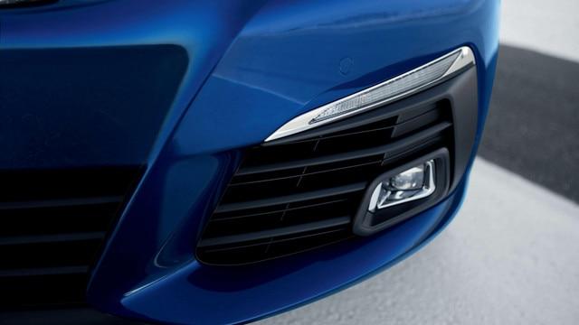 Nouvelle PEUGEOT 308 GT – Signature lumineuse full LED et antibrouillard