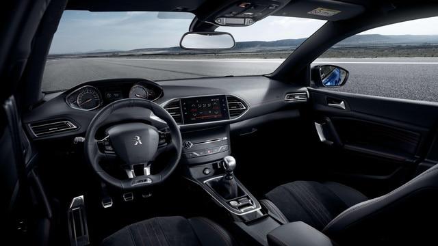Nouvelle PEUGEOT 308 GT – bouton sport sur console centrale