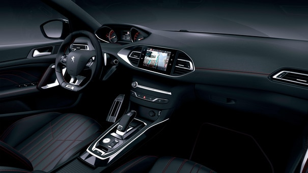 Nouvelle PEUGEOT 308 GT LINE – intérieur aux finitions aluminium et aux surpiqûres rouges
