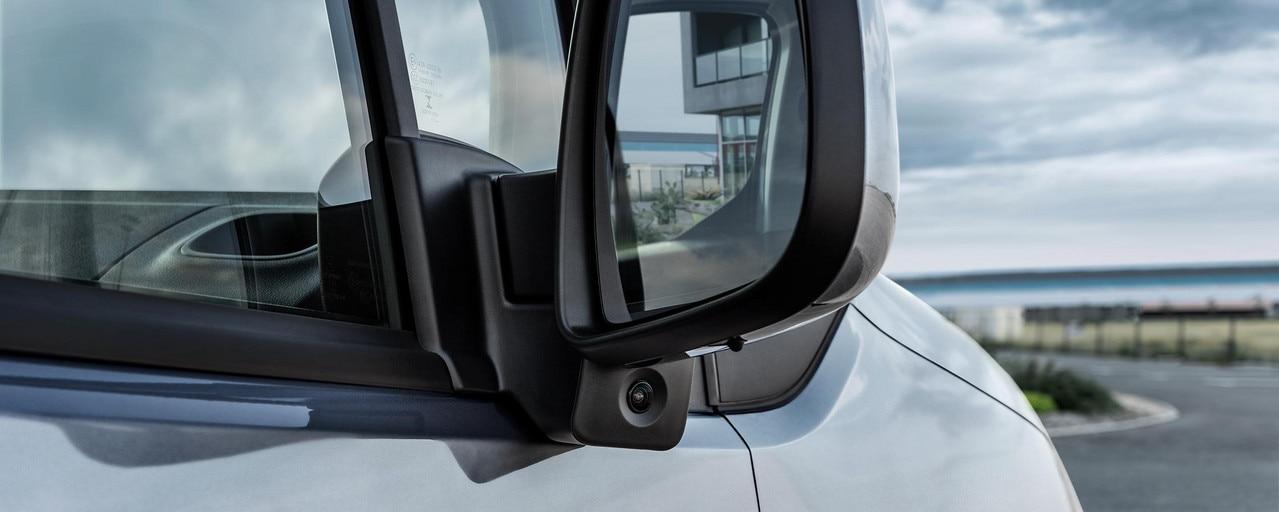 PEUGEOT PARTNER: Surround Rear Vision avec sa caméra latérale sous le rétroviseur passager pour réduire l'angle mort coté passager