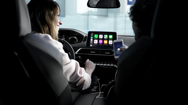 SUV PEUGEOT 5008 : Mirror Screen, pour dupliquer les applications compatibles du smartphone.