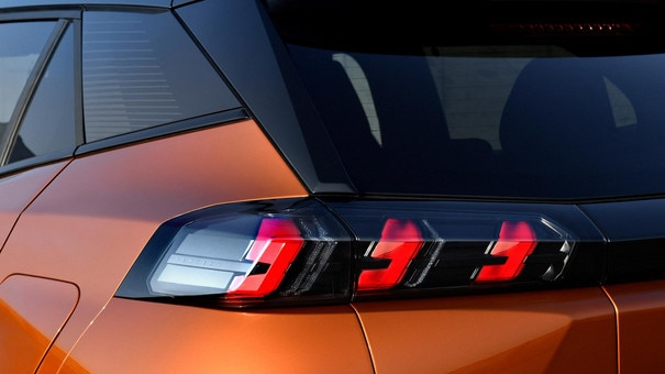 Nouveau SUV PEUGEOT 2008 : feux arrière LED